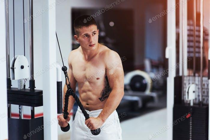 Porträt von Fitness Krafttraining Workout Bodybuilding conce