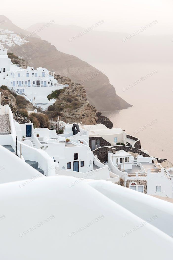 Oia Village Auf der Insel Santorini bei Sonnenaufgang, Griechenland