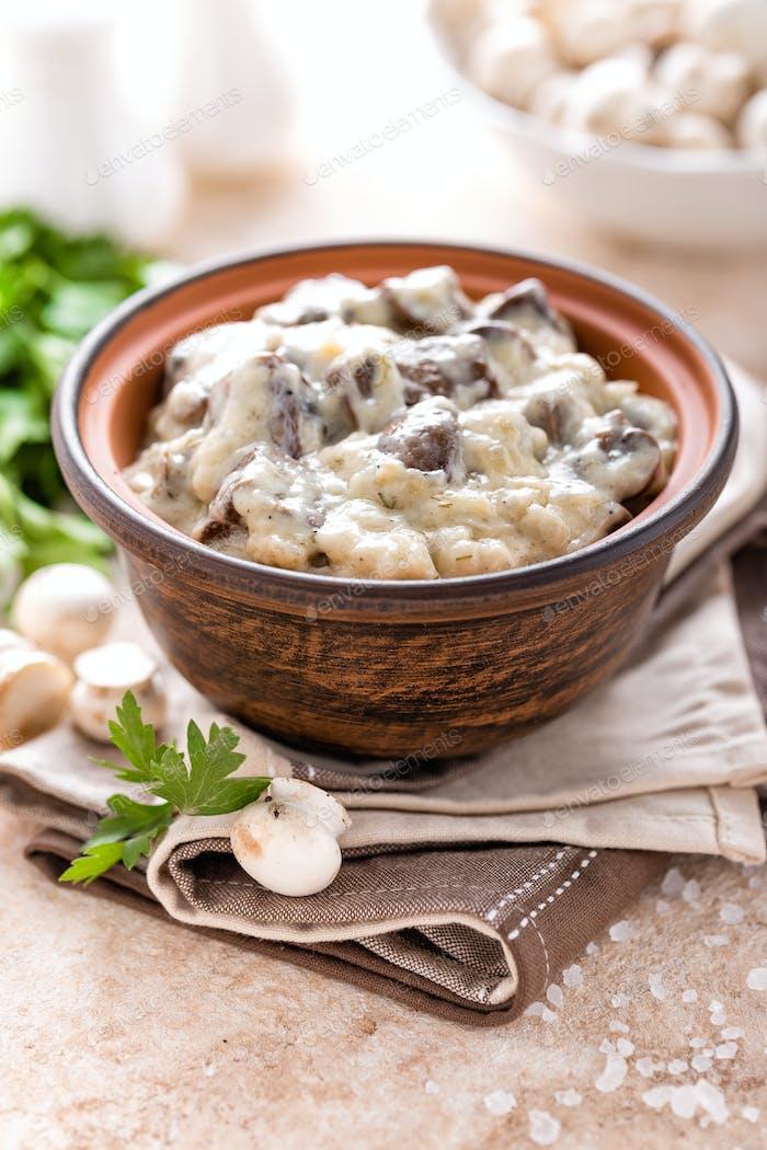 Mushrooms in creamy sauce, julienne. Champignon