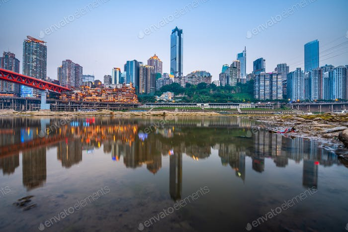 Chongqing, China Skyline auf dem Jialing Fluss