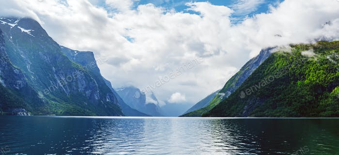 Lovatnet See in Sogn og Fjordane Grafschaft