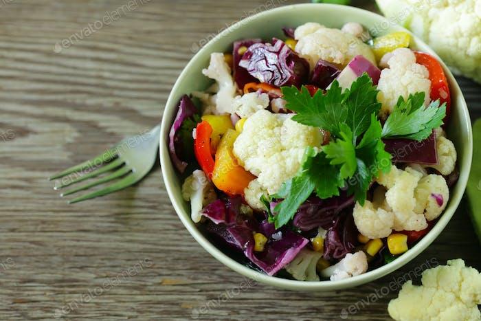 Frischer Blumenkohl Salat