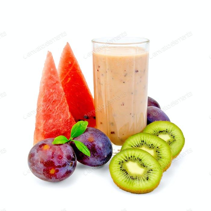 Milkshakes with berries in glasses