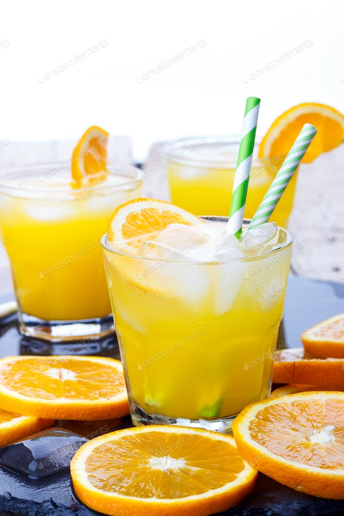 Cocktail mit Orange
