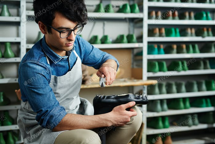 Reparatur von Schuhen