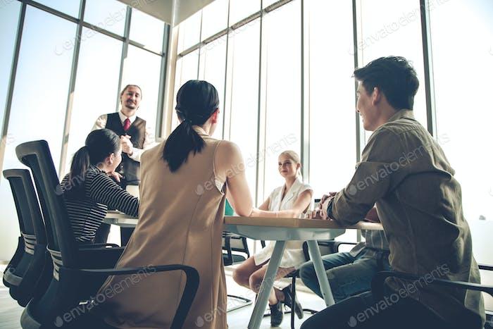 Konferenz, um den Fortschritt der Organisation zu analysieren und zu ermitteln.