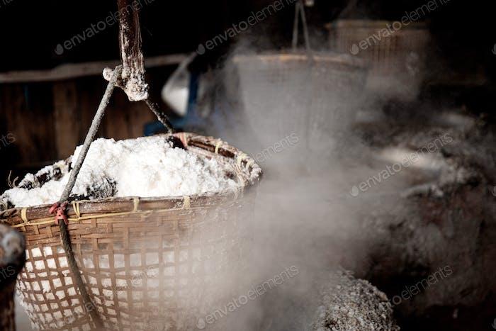 Smoke with salt basket