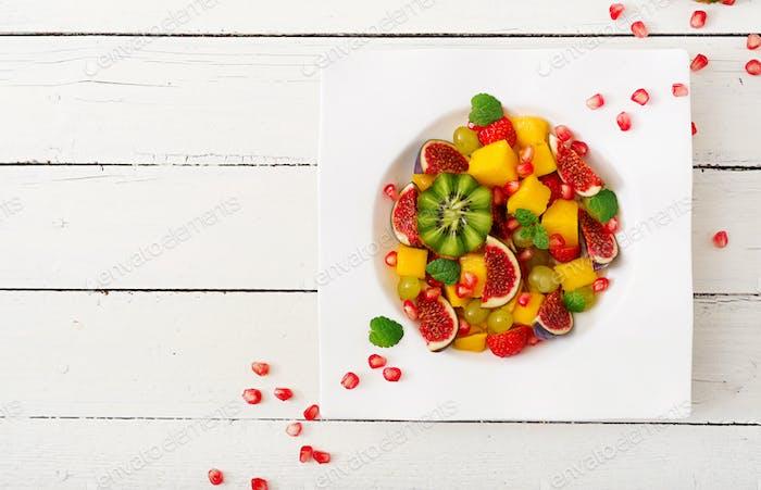 Platte Früchte und Beeren