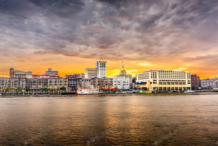 Savannah, Georgia, USA skyline on the Savannah River