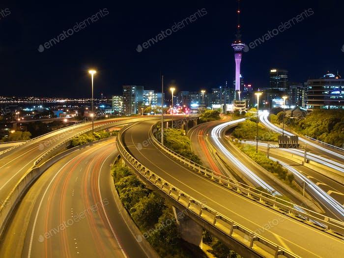 Nachtverkehr in einer Großstadt