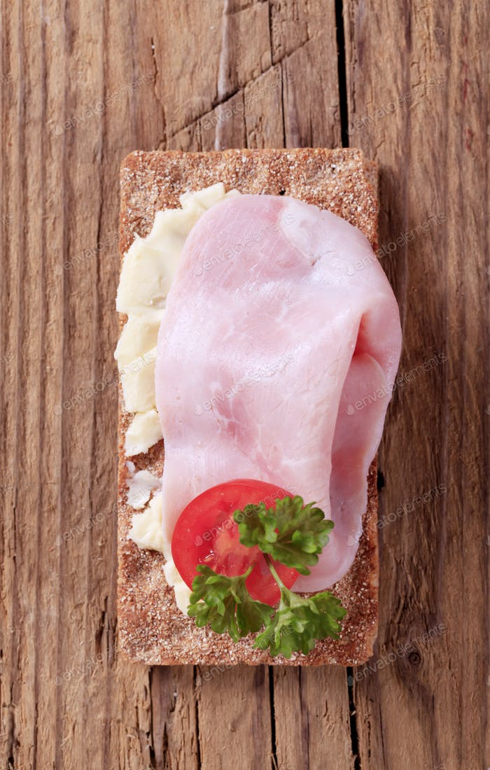 Crispbread and ham