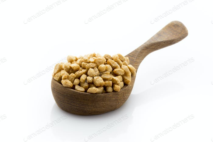 Cornflakes isoliert auf dem weißen Hintergrund.