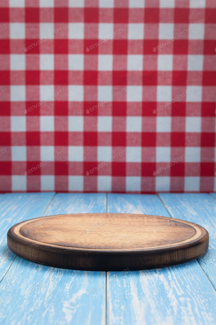 pizza cutting board and napkin tablecloth
