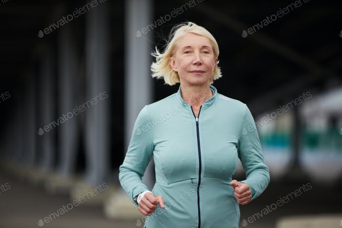 Blonde sportswoman