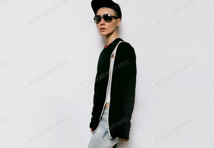 Tomboy style urban fashion model black outfit