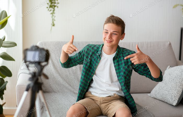 Popular teen blogger shooting new video for his blog