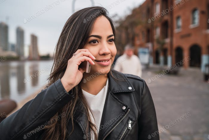 Latin woman talking on the phone.