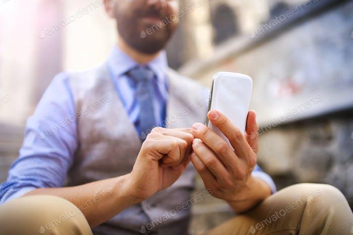 Detail von Hipster Mann mit Telefon