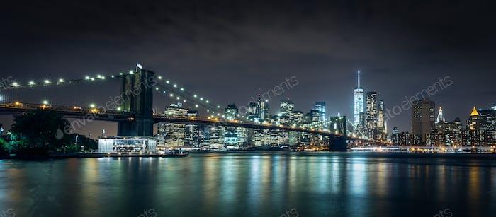 Puente de oro en la Noche