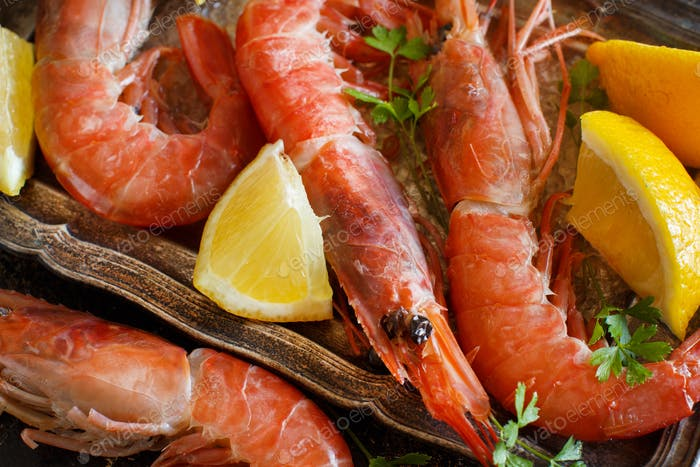 Raw shrimps and lemon