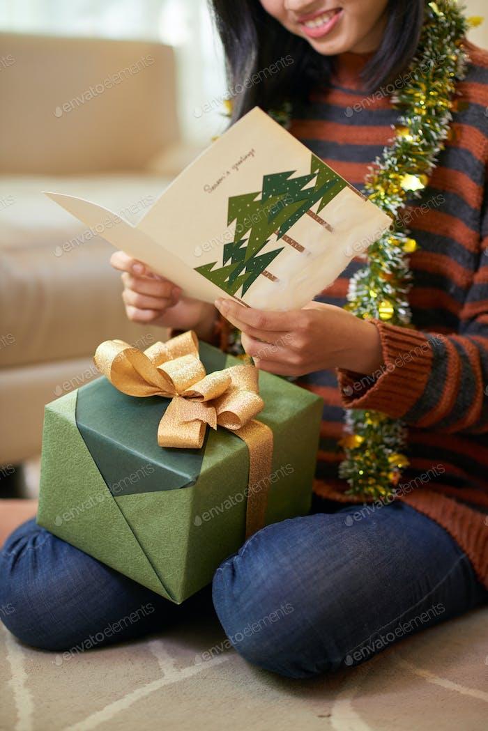 Tarjeta de felicitación de Navidad de lectura