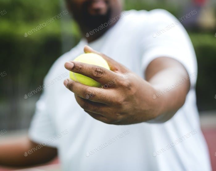 Spieler immer bereit für einen Aufschlag im Tennis