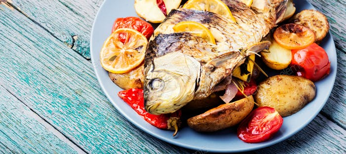 Grilled fish with lemon and potato