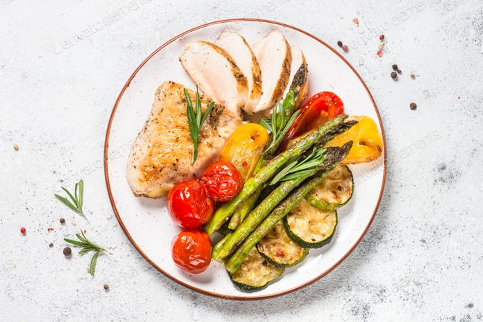 Chicken breast grilled with vegetables