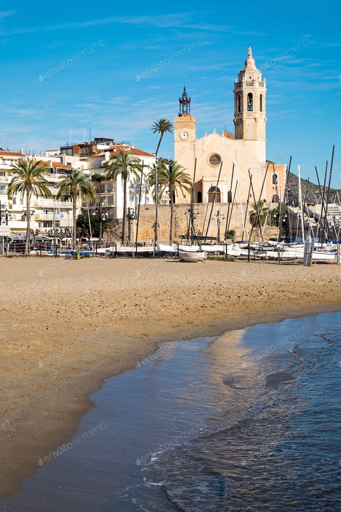 Playa e Iglesia en Sitges