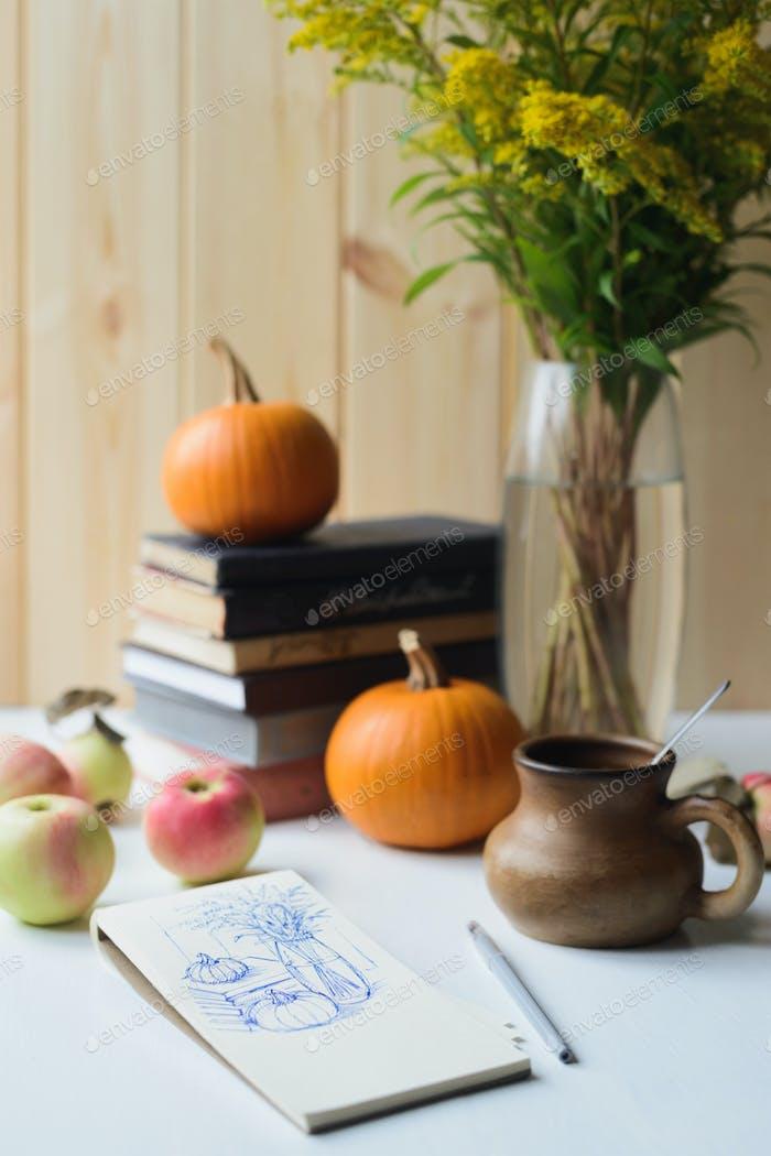Skizze im Notizbuch des Herbststillen