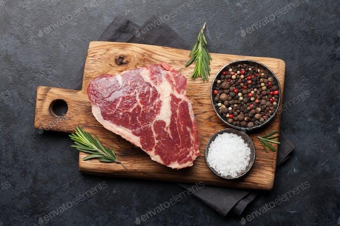Ribeye rohes Rindfleisch Steak