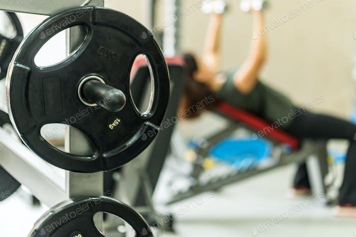 Фитнес гантели и штанги вес пластины