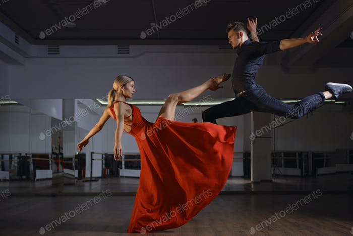 Contemporary passional dance