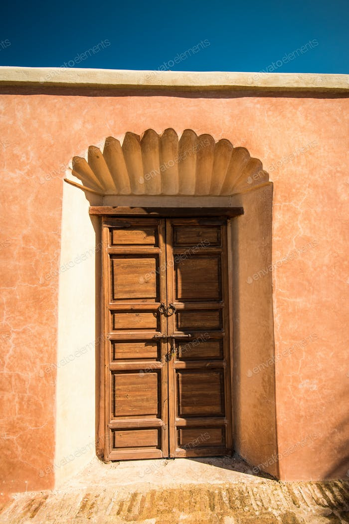 Hölzerne Eingangstür in Marrakesch, Morroco
