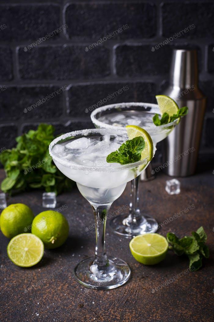 Margarita Cocktail mit Limette und Eis