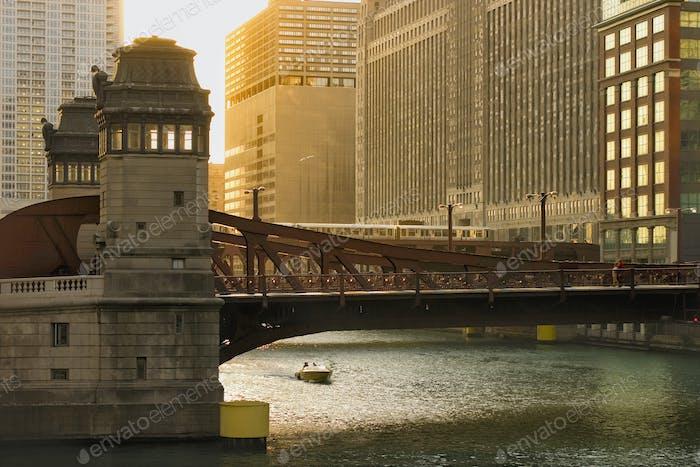 Bridge over Chicago River, Chicago, Illinois, Estados Unidos da América