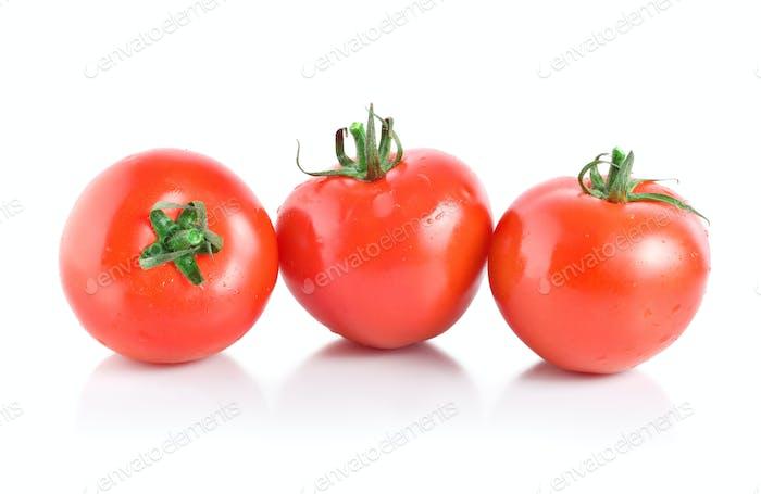 Drei weiche rote Tomaten