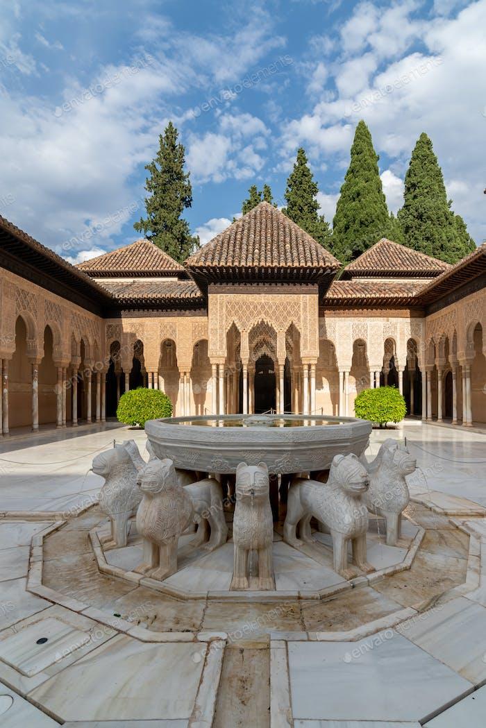 Löwengericht im Palast der Alhambra
