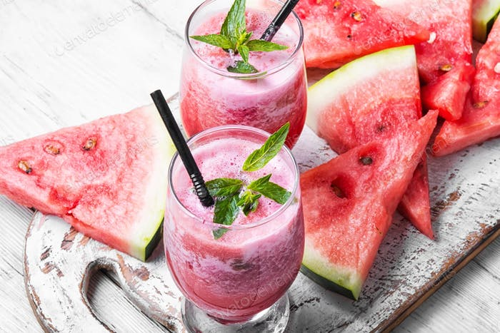 Smoothies with watermelon