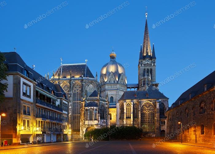 Aachener Dom bei Nacht, Deutschland