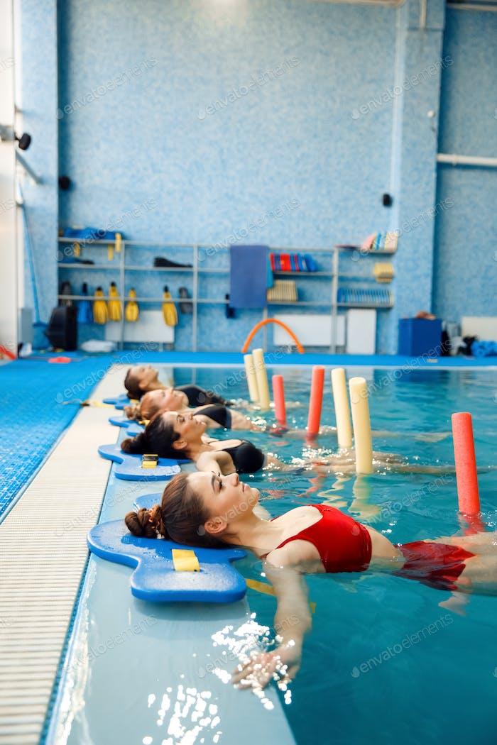 Schwimmer, Aqua-Aerobic am Pool