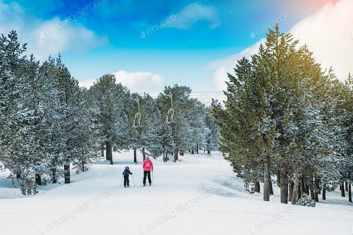 Familienübungen im Skigebiet