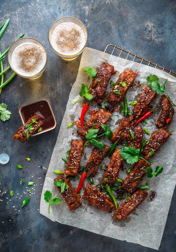 BBQ Ribs with beer, onion and chili.