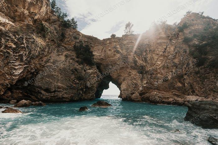 Höhlen und Meer in der Gegend von Alanya, Türkei