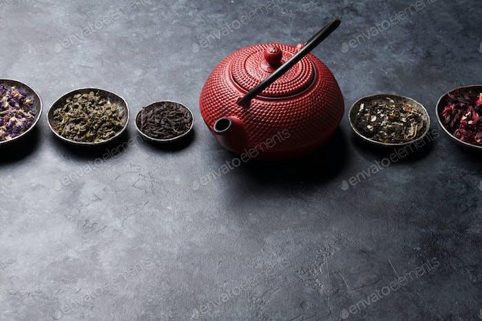Diverse Tee- und Teekanne