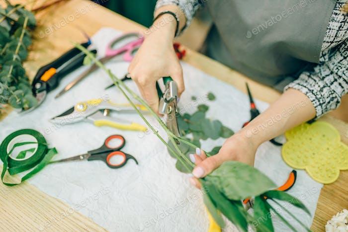 Female florist, bouquet preparation process