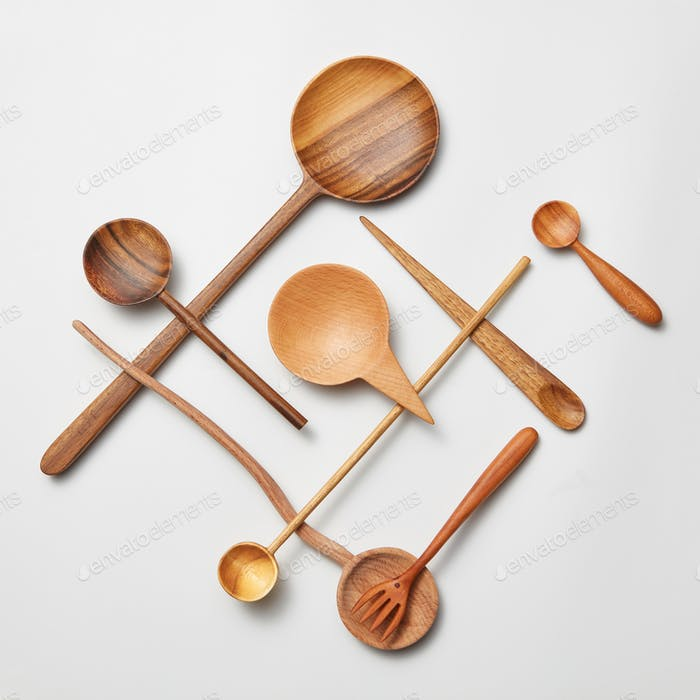 Assorted wooden cutlery