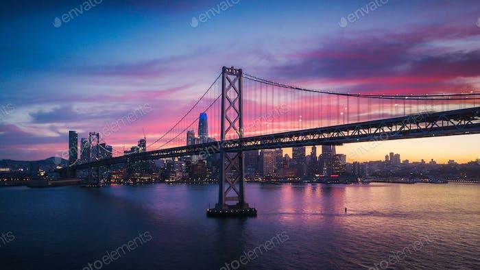 Luftbild Stadtbild von San Francisco und die Bay Bridge mit C