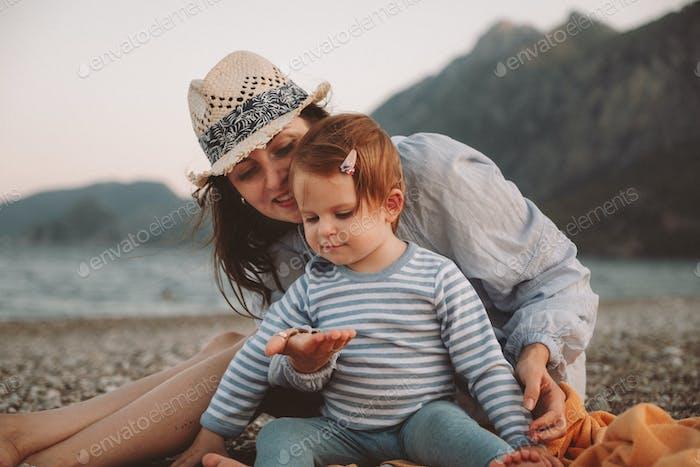 Niedliches kleines Baby Mädchen mit