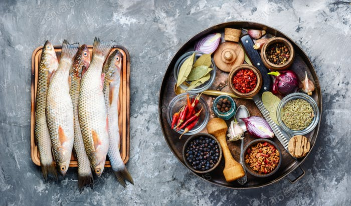 Raw fish with spices